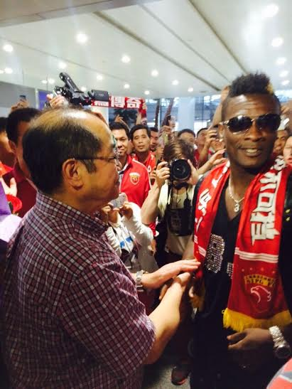 Gyan was welcomed by a massive crowd at the Pudong airport