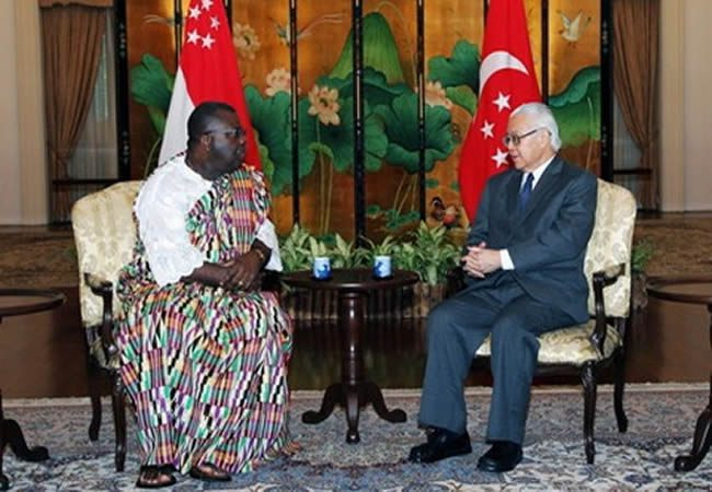 Dr. William George Mensah Brandful (left), presenting his credentials to President Tony Tan of Singapore (right) as Ghana's new High Commissioner to that country in 2011.