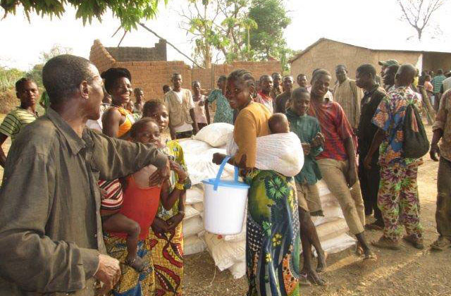 A mother's smile: a woman and her child pick up vital food rations from WFP in the Central African Republic (CAR). Photo: WFP