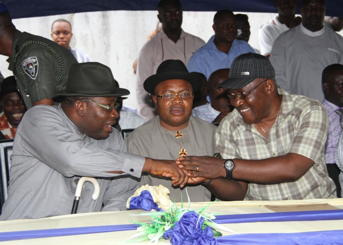 Bayelsa State Governor, Hon. Seriake Dickson (left) exchanging pleasantries with the former Secretary to the State Government under Chief Timipre Sylva?s administration, Alabo Gideon Ekeuwei (right) during former political officer holders re-union ceremony with the PDP at the Party's State Secretariat in Yenagoa, while the former Deputy Governor to Chief Timipre Sylver, Rt. Hon. Werinipre Seibarugu (centre) looks on.