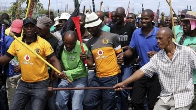 A strike by platinum miners has contributed to a contraction in the South African economy in the first quarter.