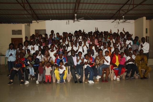 A group picture of the children and executives of the Friends of the Library.