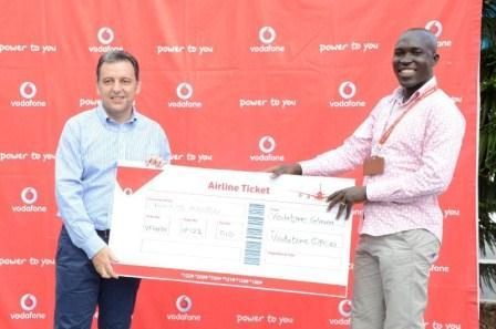 Harris Broumdis, Chief Executive Officer of Vodafone Ghana Presenting an award to Francis Adu.