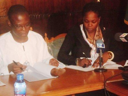 Mr Fiifi Kwetey (left), MoFA Minister and Mrs Suzanne Ngo-Eyok (right), Director CLP II signing the MoU