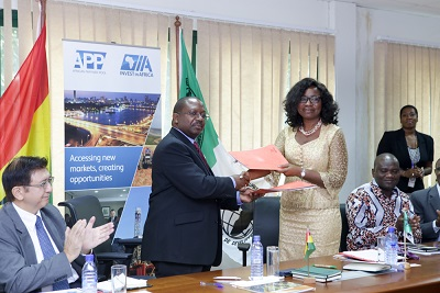 Mrs Akin-Alugbade and Mr Sam Brandful exchanging signed notes