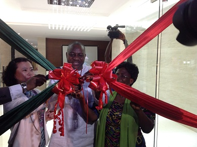 Alhaji Pelpuo and Ms Sun cutting the tape to open the mansion