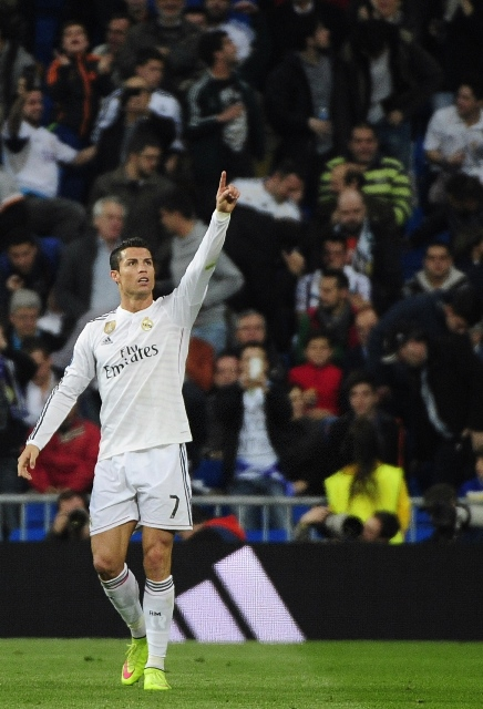 Real Madrid's Portuguese forward Cristiano Ronaldo celebrates his goal during the Champions League football match 2nd leg against Schalke 04 at Santiago Bernabeu Stadium in Madrid, Spain, March 10, 2015. (Xinhua/Eduardo Dieguez)