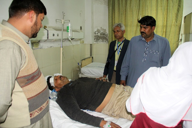 An injured policeman receives medical treatment at a hospital following suicide bomb attacks on churches in eastern Pakistan's Lahore on March 15, 2015. At least 14 people were killed and 78 others wounded when two suicide bombers blew themselves up at the entrance of churches in Pakistan's east city of Lahore on Sunday, hospital sources said. (Xinhua/Jamil Ahmed)