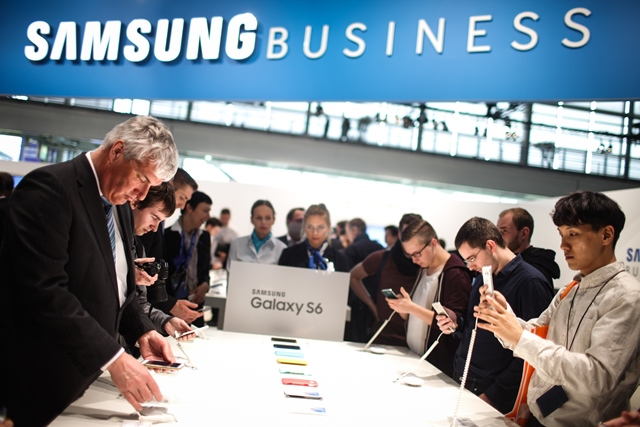 Visitors view Samsung Galaxy S6 smartphones at Samsung's stand at 2015 CeBIT Technology Trade fair in Hanover, Germany, on March 16, 2015. Top IT business fair CeBIT 2015, which features a strong Chinese presence, opened on Sunday in Germany. (Xinhua/Zhang Fan)