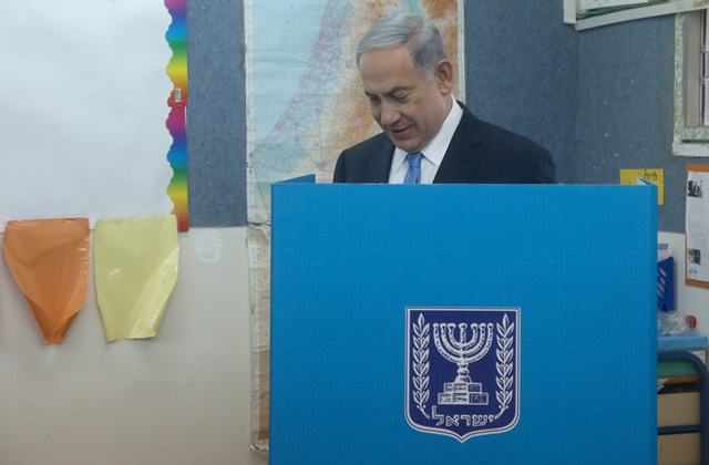 Israeli Prime Minister Benjamin Netanyahu fills in his ballot at a polling station during the parliamentary election in Jerusalem, on March 17, 2015. Israel held parliamentary election on Tuesday. (Xinhua/JINI/POOL/Marc Israel Sallem)
