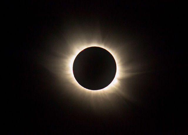 Photo taken on March 20, 2015 shows full solar eclipse in Longyearbyen, Norway. (Xinhua/Chen Haiying) (lrz)