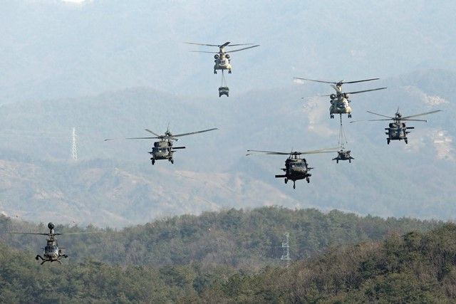 Armored helicopters convoy cargo helicopters during the annual joint military exercise Foal Eagle between South Korea and the United States in Pocheon, northeast of Seoul, March 25, 2015. (Xinhua/Seongbin Kang)