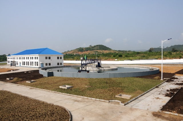 The photo taken on Dec. 23, 2014 shows part of Kpong water supply expansion project, some 80 kilometres from Accra, capital of Ghana The project, which was launched in June 2011 by China Gezhouba Group Ltd (CGGC) at a cost of 273 million U.S. dollars and funded mainly by China Exim Bank in the form of preferential buyer's credit, has been completed by 99% . The project will produce 40 MGD of water at its full capacity by Feb. 2015, according to Ding Tao, the managing director of the Ghana Branch of CGGC. (Xinhua/Lin Xiaowei)