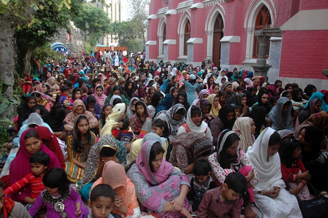 Pakistani Christian worshipers pray during Mass to mark Good Friday at a Church in eastern Pakistan's Lahore on April 3, 2015. Christian believers around the world mark the Holy Week of Easter in celebration of the crucifixion and resurrection of Jesus Christ. (Xinhua/Sajjad)
