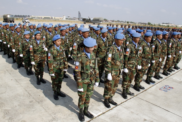 Cambodian peacekeepers prepare to leave for Mali and South Sudan, in Phnom Penh, Cambodia, April 7, 2015. Cambodia sent 461 military personnel on Tuesday, including 29 females, to join a United Nations peacekeeping mission in the conflict-torn West African nations of Mali and South Sudan. (Xinhua/Sovannara)