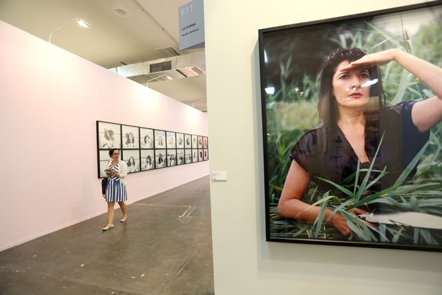 A woman walks by art works of the Serbian artist Marina Abramovic during the expo SP-Art 2015, in Sao Paulo, Brazil, on April 9, 2015. SP-art is an international art fair that brings around 140 art galleries from 17 countries and will be held in Sao Paulo from April 9 to 12. (Xinhua/Rahel Patrasso) (vf)