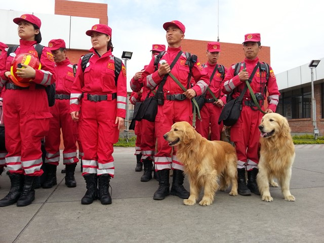 Members of China International Search and Rescue Team arrive at Tribhuwan International Airport in Kathmandu April 26, 2015, after a strong earthquake hit Nepal on Saturday. (Xinhua/Zhou Shengping)