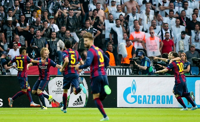 BERLIN, June 7, 2015 (Xinhua) -- Players of FC Barcelona celebrate a goal during the UEFA Champions League final match between Juventus F.C. and FC Barcelona in Berlin, Germany, on June 6, 2015. (Xinhua/Zhang Fan)