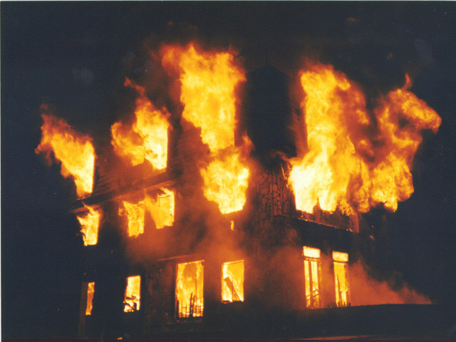 building_on_fire