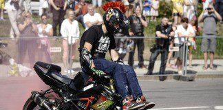 "A biker stunts at the ""Narva Motofest 2015"", in Narva, Estonia, July 18, 2015. International bikers festival ""Narva Motofest"" was held in the city on July 17-18. (Xinhua/Sergei Stepanov)"