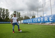 Photo taken on July 20, 2015 shows Hulk of the FC Zenit Saint Petersburg poses with football after being interviewed at the training site in Saint Petersburg, Russia. Russia will host the FIFA World Cup soccer tournament in 2018. (Xinhua/Li Ming)