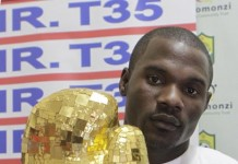 Charles Manyuchi, World Boxing Welterweight Champion displays a trophy during a press briefing in Harare, capital of Zimbabwe, July 23,2015. Charles Manyuchi retained his title after beating Italian boxer Gianculla Frezza into submission in the sixth round in Friuli-Venezia Giulia, Italy last Saturday night. (Xinhua)