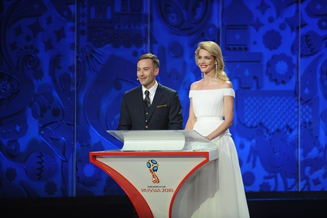 Presenters Dmitry Shepelev (L) and super model Natalia Vodianova of Russia host the preliminary draw for the 2018 FIFA World Cup at Konstantin Palace in St. Petersburg, Russia July 25, 2015. (Xinhua/Dai Tianfang)
