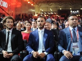 (From L to R)Uruguay's soccer player Diego Forlan, Italian coach Fabio Cannavaro and former soccer player Ronaldo of Brazil attend the preliminary draw for the 2018 FIFA World Cup at Konstantin Palace in St. Petersburg, Russia July 25, 2015. (Xinhua/Dai Tianfang)