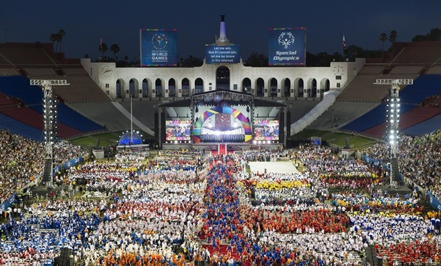 Photo taken on July 25, 2015 shows the scene at the Memorial Coliseum during the Opening Ceremony of the Special Olympics World Games in Los Angeles, the United States. The 2015 Special Olympics World Games gathers over 6,500 athletes from 165 countries and regions, taking part in 25 events, and lasts from July 25 to August 2.(Xinhua/Zhang Chaoqun)