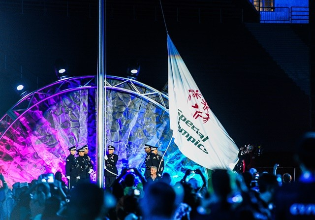 The flag of the Special Olympics World Games is raised at the Memorial Coliseum, during the Opening Ceremony of the Special Olympics World Games in Los Angeles, the United States, July 25, 2015. The 2015 Special Olympics World Games gathers over 6,500 athletes from 165 countries and regions,taking part in 25 events, and lasts from July 25 to August 2.(Xinhua/Zhang Chaoqun)