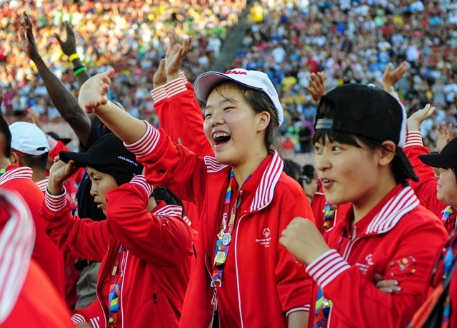 Chinese Delegation march into the Memorial Coliseum, during the Opening Ceremony of the Special Olympics World Games in Los Angeles, the United States, July 25, 2015. The 2015 Special Olympics World Games gathers over 6,500 athletes from 165 countries and regions, taking part in 25 events, and lasts from July 25 to August 2.(Xinhua/Zhang Chaoqun)