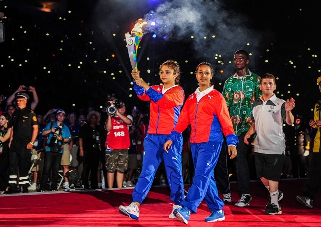 Representatives of players pass torch at the Memorial Coliseum, during the Opening Ceremony of the Special Olympics World Games in Los Angeles, the United States, July 25, 2015. The 2015 Special Olympics World Games gathers over 6,500 athletes from 165 countries and regions, taking part in 25 events, and lasts from July 25 to August 2.(Xinhua/Zhang Chaoqun)