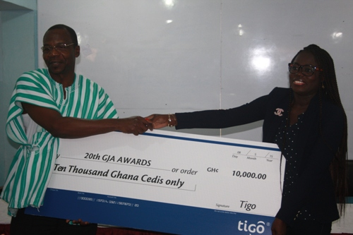 from-left-Dr.-Monney-receiving-the-cheque-from-Gifty-Bingley