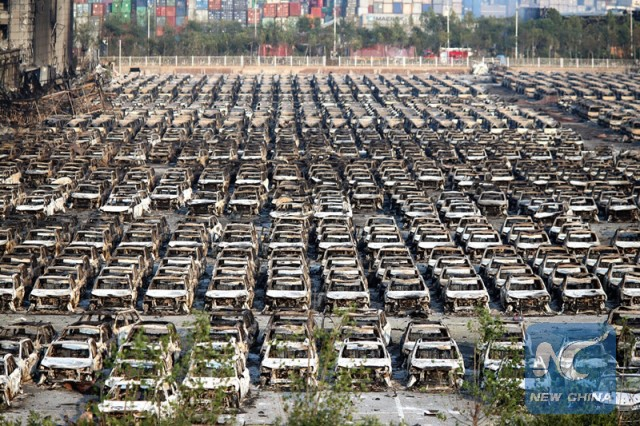 Photo taken on Aug. 13, 2015 shows burnt vehicles near the core area of the explosion site in Tianjin.(Xinhua/Cai Yang)
