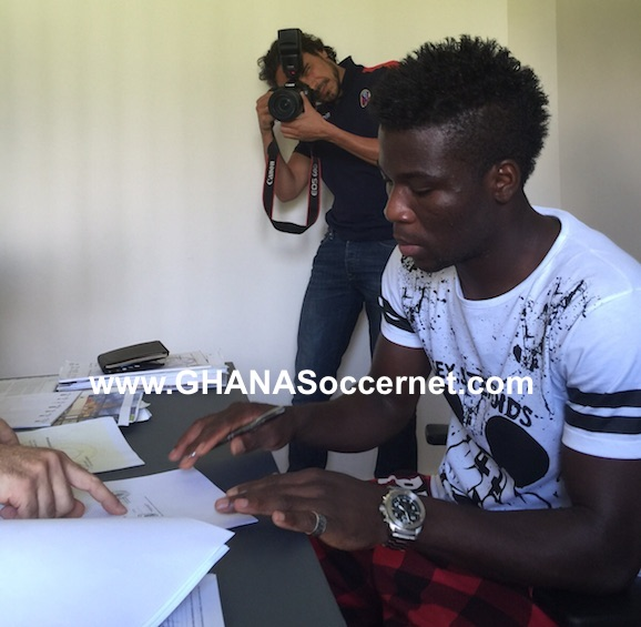 Godfred Donsah has completed his move to Bologna by signing a five-year contract.