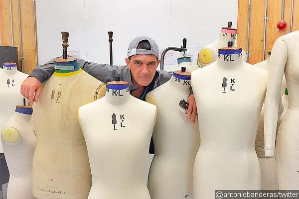 antonio-banderas-studies-fashion-in-london-shares-picture-from-his-class