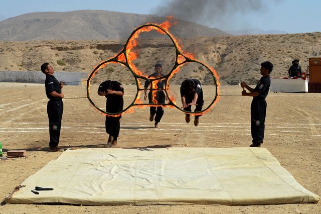 Pakistani levies force cadets display their skills during a graduation ceremony in southwest Pakistan's Quetta, Sept. 19, 2015. 150 cadet officers from Balochistan levies force were recruited into the Pakistani paramilitary. (Xinhua/Irfan)