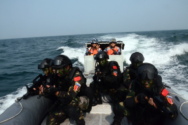 Chinese special forces commandos take part in a joint escort exercise during Chinese and Malaysian first joint military drill, coded