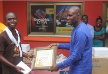 Mr. John Osei-Tutu Aagyeman(right) presenting the award to Nii Aryee(left)