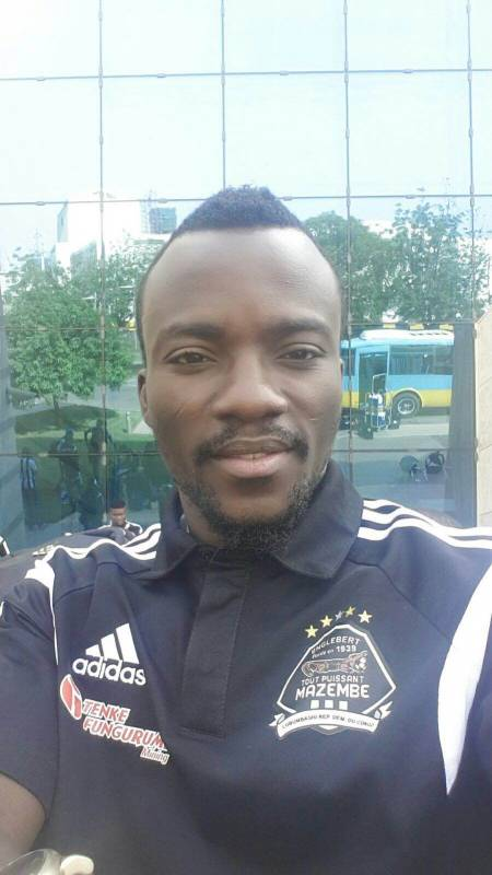 Ghana and TP Mazembe winger Solomon Asante takes a selfie upon arriving in Sudan