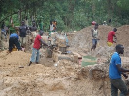 Illegal miners in business