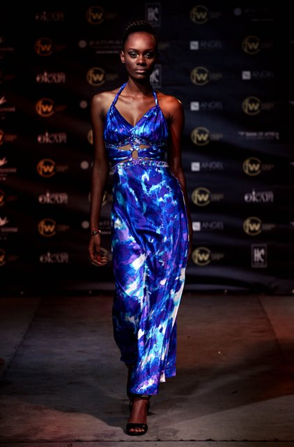 A model shows the design to the audience during the Kinshasa Fashion Week in Kinshasa, Democratic Republic of the Congo, Oct. 9, 2015. 2015 Congo Fashion Week was held in Kinshasa, the capital city of Democratic Republic of the Congo on Friday. The designers use the local traditional material to create a feast of Congolese modern, which brings a different kind of audio-visual experience to the audience.(Xinhua/Wang Bo)