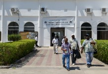 Media workers leave the Media, Observer and Election Results Centre of Zanzibar Electoral Commission in Zanzibar, Tanzania, on Oct. 28, 2015. Tanzania's semi-autonomous archipelago Zanzibar on Wednesday has cancelled results of its just-held general elections, according to Zanzibar Electoral Commission. (Xinhua/Zhai Jianlan)