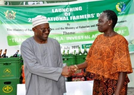 ABL presents a cheque of GH¢ 20,000 to the Ministry of Food and Agriculture (MoFA) towards this year's National Farmers Day event.