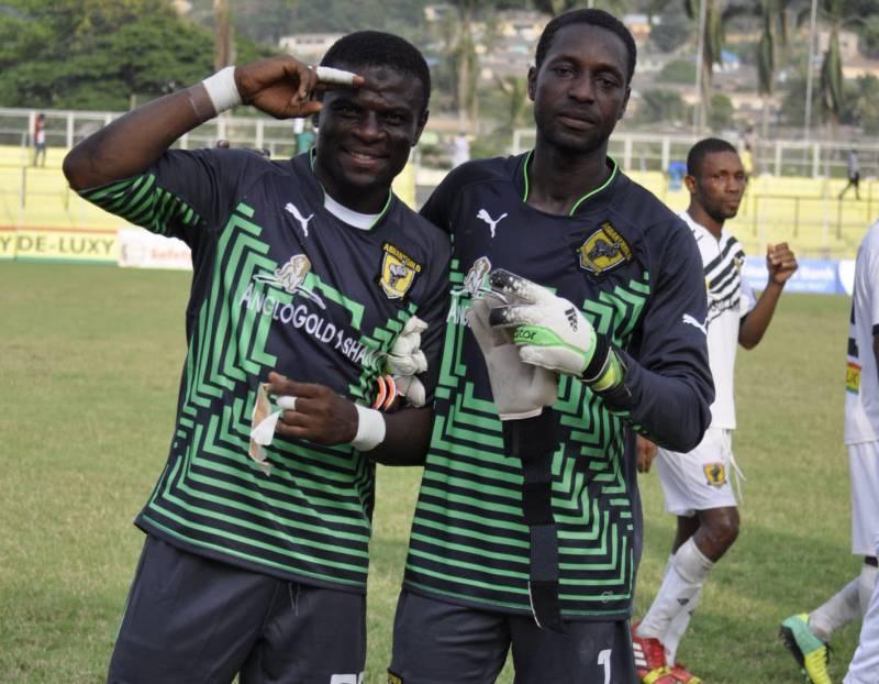 Fatau Dauda and AshantiGold teammate Robert Dabuo