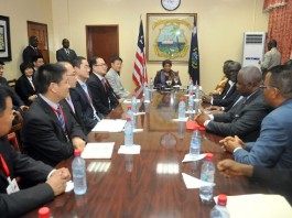 Liberia's President Ellen Johnson Sirleaf (C) meets with a high-level Chinese business delegation at her Foreign Ministry office in Monrovia, Liberia, Aug. 6, 2015. Ellen Johnson Sirleaf on Thursday said that the visit of the 16-member business delegation from the People's Republic of China (PRC) provides Liberia with a new, and broader opportunity to go beyond what the two countries have done on the bilateral level.(Xinhua/Elis Zoker)