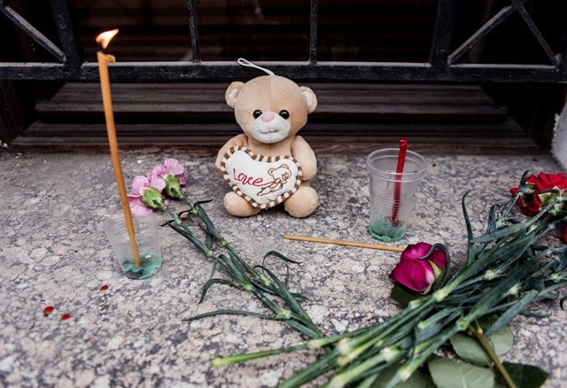 A stuffed bear, together with candles and flowers, is placed outside a window at the Administration of St. Petersburg in Moscow, Nov. 1, 2015, to mourn the victims aboard the Russian plane that crashed Saturday in Egypt's Sinai. (Xinhua/Evgeny Sinitsyn)