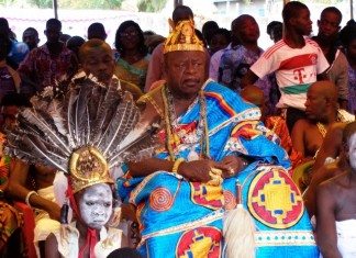 The people of Manya Krobo attend the Ngmayem festival, a celebration of the abundant harvest of ngma (millet) in Eastern Region , Ghana, Oct. 30, 2015. The festival kicked off here on October 26 to November 1, 2015. (Xinhua/Lin Xiaowei)
