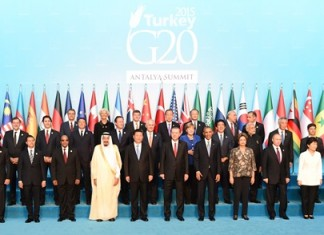 Chinese President Xi Jinping and other leaders attending the 10th summit of the Group of Twenty (G20) major economies pose for photos in Antalya, Turkey, Nov. 15, 2015. (Xinhua/Li Xueren) (wjq)