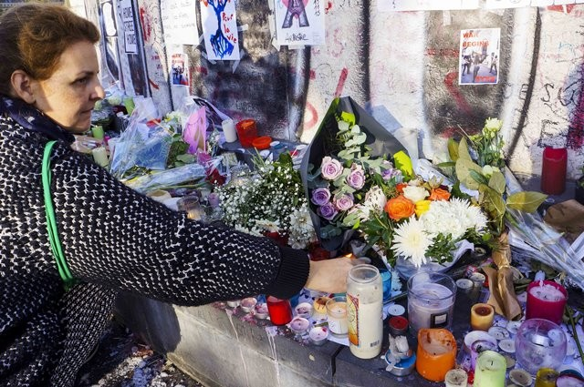 A woman mourns for the victims of the terrorist attacks at the Place de la Republique square in Paris, capital of France, Nov. 15, 2015. (Xinhua/Wang Chaowen)